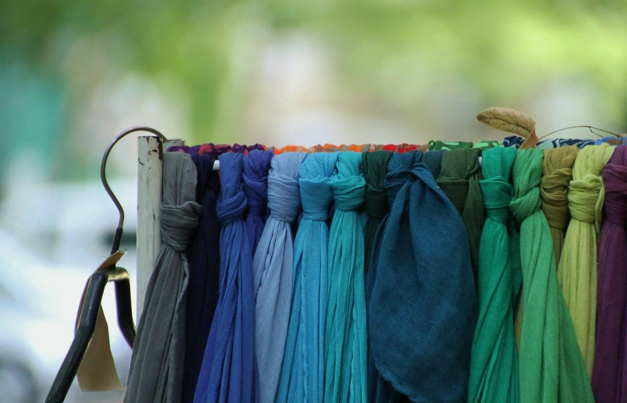 scarf-255515_1280